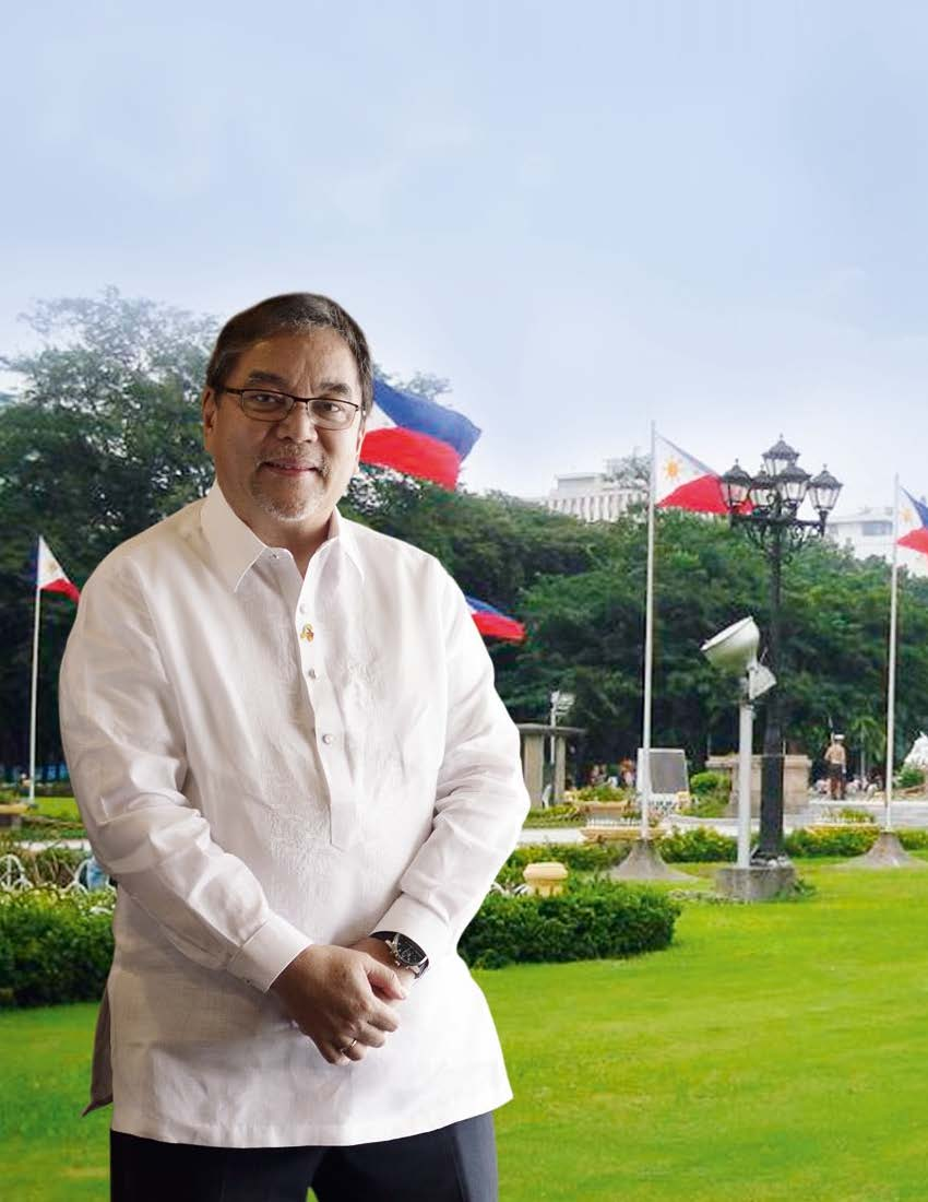 Photo of Ramon Jimenez in front of Rizal Park Monument